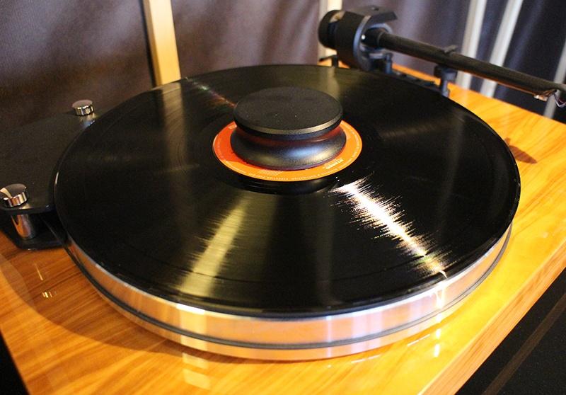 Plateur et palet presseur de la platine vinyle Pro-Ject X-Tension 9