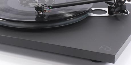 La platine vinyle Rega Planar 6 en écoute dans l'Auditorium Hi-Fi de Rennes